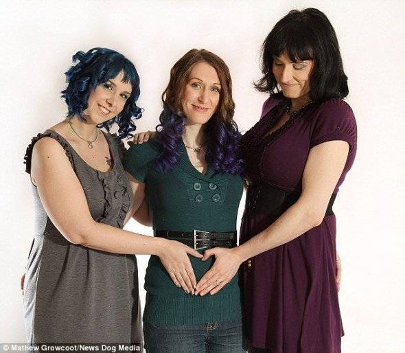 """Matrimonio"" de tres lesbianas"